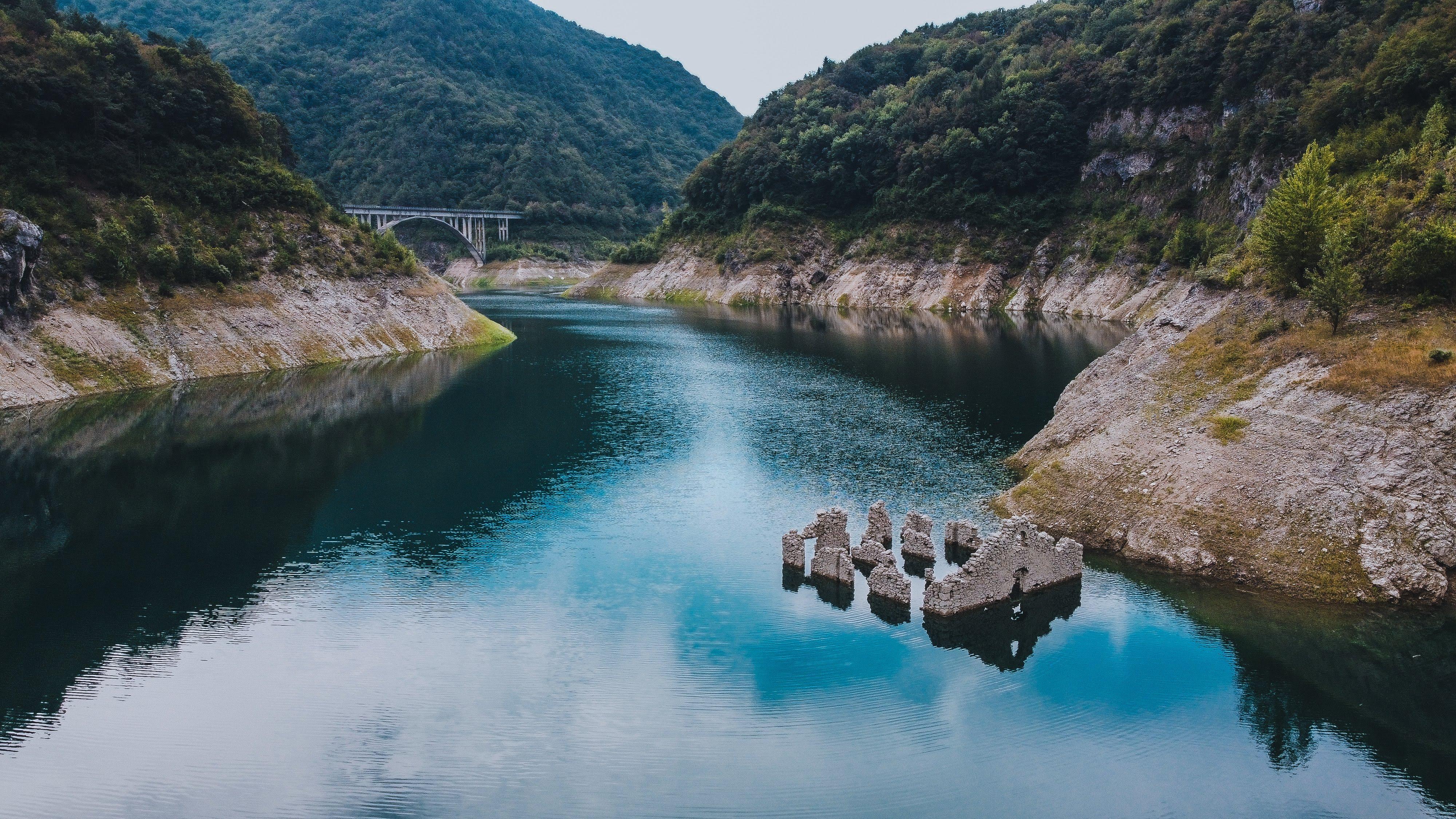 The dam and the Valvestino lake